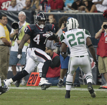 HOUSTON - AUGUST 15:  Full back Lawrence Vickers #47 of the Houston Texans looks for room to run on the sideline as safety Brodney Pool #22 of the New York Jets looks to contain on the play at Reliant Stadium on August 15, 2011 in Houston, Texas.  (Photo