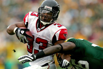 GREEN BAY, WI - OCTOBER 05:  Michael Turner #33 of the Atlanta Falcons carries the ball against Nick Collins #36 of the Green Bay Packers at Lambeu Field October 5, 2008 in Green Bay, Wisconsin.  (Photo by Matthew Stockman/Getty Images)