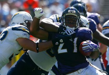 SAN DIEGO - SEPTEMBER 20:  Ray Rice #27 of the Baltimore Ravens carries the ball against the San Diego Chargers at Qualcomm Stadium on September 20, 2009 in San Diego, California. The Ravens defeated the Chargers 31-26.  (Photo by Jeff Gross/Getty Images)