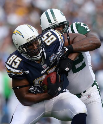 SAN DIEGO - JANUARY 17:  Tight end Antonio Gates #85 of the San Diego Chargers fights for extra yards after making a catch against the New York Jets in the AFC Divisional Playoff Game at Qualcomm Stadium on January 17, 2010 in San Diego, California.  (Pho