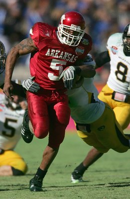 DALLAS - JANUARY 1: Darren McFadden #5 of the Arkansas Razorbacks carries the ball against the Missouri Tigers during the AT&T Cotton Bowl Classic on January 1, 2008 at the Cotton Bowl in Dallas, Texas. (Photo by Ronald Martinez/Getty Images)