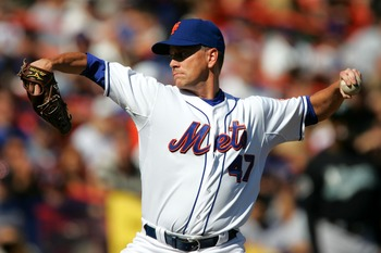 Tom Glavine gets set to fire for the Mets in a 2007 game.