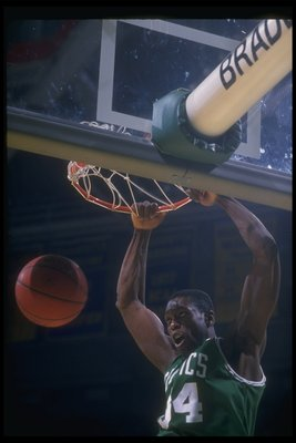 MILWAUKEE - 1988-1989:  Forward Ed Pinckney of the Boston Celtics sinks the ball during the 1988-1989 NBA game against the Milwaukee Bucks at the Bradley Center in Milwaukee, Wisconsin. NOTE TO USER: User expressly acknowledges and agrees that, by downloa