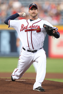 ATLANTA, GA - AUGUST 19:  Pitcher Derek Lowe #32 of the Atlanta Braves throws a pitch during the game against the Arizona Diamondbacks at Turner Field on August 19, 2011 in Atlanta, Georgia.  (Photo by Mike Zarrilli/Getty Images)