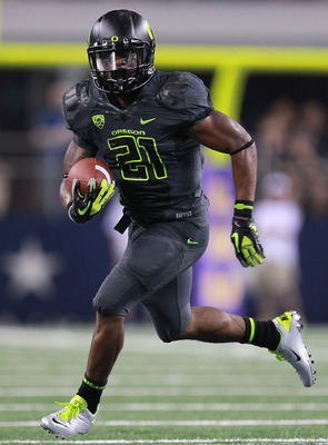 ARLINGTON, TX - SEPTEMBER 03:  LaMichael James #21 of the Oregon Ducks runs the ball against the LSU Tigers at Cowboys Stadium on September 3, 2011 in Arlington, Texas.  (Photo by Ronald Martinez/Getty Images)