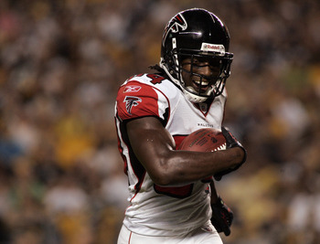 PITTSBURGH, PA - AUGUST 27:  Roddy White #84 of the Atlanta Falcons celerbates his touchdown against the Pittsburgh Steelers during a pre-season game on August 27, 2011 at Heinz Field in Pittsburgh, Pennsylvania.  (Photo by Justin K. Aller/Getty Images)