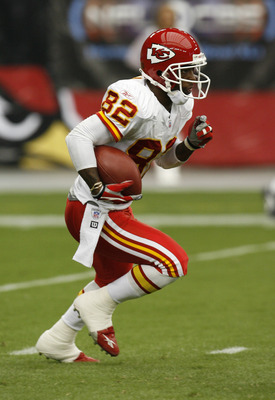 Kansas City Chiefs wide receiver Dante Hall (82) in action.  The Kansas City Chiefs defeated the Arizona Cardinals by a score of 23 to 20 at Cardinals Stadium, Glendale, AZ, October 8, 2006. (Photo by Rich Gabrielson/NFLPhotoLibrary)