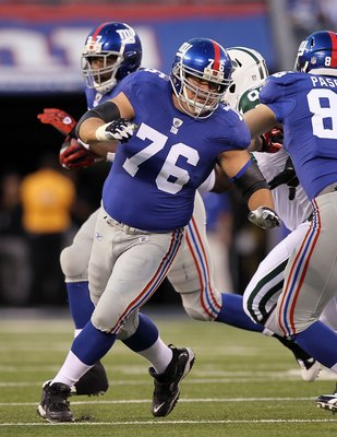 EAST RUTHERFORD, NJ - AUGUST 29:   Chris Snee #76 of the New York Giants in action against the New York Jets during their pre season game on August 29, 2011 at MetLife Stadium in East Rutherford, New Jersey.  (Photo by Jim McIsaac/Getty Images)