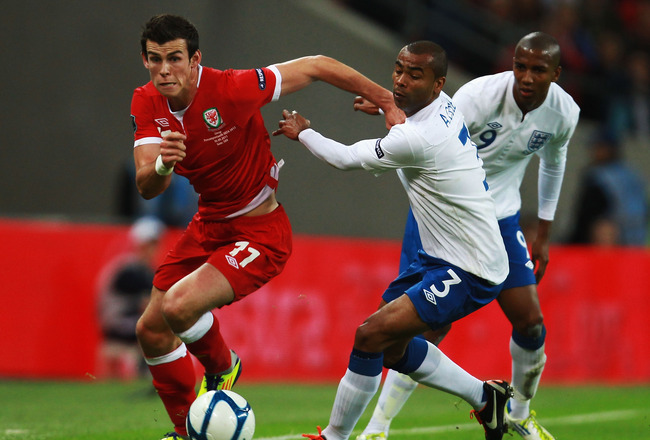LONDON, ENGLAND - SEPTEMBER 06:  Gareth Bale (L) of Wales and Ashley Cole (R) of England challenge for the ball during the UEFA EURO 2012 group G qualifying match between England and Wales at Wembley Stadium  on September 6, 2011 in London, England.  (Pho