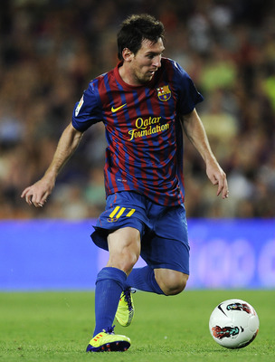 BARCELONA, SPAIN - AUGUST 29:  Lionel Messi of FC Barcelona runs with the ball during the La Liga match between FC Barcelona and Villarreal CF at Camp Nou on August 29, 2011 in Barcelona, Spain.  (Photo by David Ramos/Getty Images)