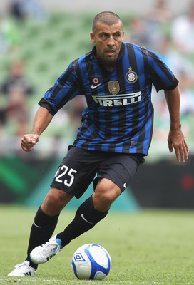 DUBLIN, IRELAND - JULY 30:  Walter Samuel of Inter Milan runs the ball during the Dublin Super Cup match between Celtic and Inter Milan at the Aviva Stadium on July 30, 2011 in Dublin, Ireland.  (Photo by David Rogers/Getty Images)