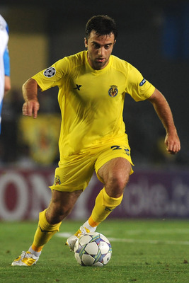 VILLARREAL, SPAIN - AUGUST 23:  Giuseppe Rossi of Villarreal CF in action during the UEFA Champions League playoff match between Villarreal CF and Odense BK at El Madrigal on August 23, 2011 in Villarreal, Spain.  (Photo by Valerio Pennicino/Getty Images)