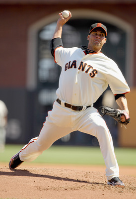 SAN FRANCISCO, CA - SEPTEMBER 04:  Ryan Vogelsong #32 of the San Francisco Giants pitches against the Arizona Diamondbacks at AT&T Park on September 4, 2011 in San Francisco, California.  (Photo by Ezra Shaw/Getty Images)
