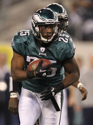ARLINGTON, TX - DECEMBER 12:  LeSean McCoy #25 of the Philadelphia Eagles at Cowboys Stadium on December 12, 2010 in Arlington, Texas.  (Photo by Ronald Martinez/Getty Images)