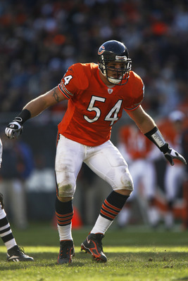Chicago Bears linebacker Brian Urlacher (54) in action against the San Francisco 49ers at Soldier Field. Chicago defeated San Francisco 41-10 on October 29, 2006.  (Photo by Allen Kee/Getty Images)
