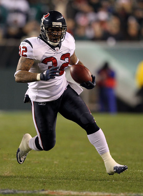 PHILADELPHIA, PA - DECEMBER 02:  Derrick Ward #32 of the Houston Texans runs the ball against the Philadelphia Eagles at Lincoln Financial Field on December 2, 2010 in Philadelphia, Pennsylvania. The Eagles won 34-24.  (Photo by Al Bello/Getty Images)