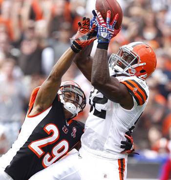 CLEVELAND, OH - SEPTEMBER 11:  Tight end Benjamin Watson #82 of the Cleveland Browns catches a touchdown pass over cornerback Leon Hall #29 of the Cincinnati Bengals during the season opener at Cleveland Browns Stadium on September 11, 2011 in Cleveland,