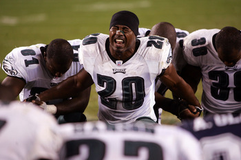 PHILADELPHIA - OCTOBER 08:  Brian Dawkins #20 of the Philadelphia Eagles leads a prayer cirlce  after a game against the Dallas Cowboys at Lincoln Financial Field on October 8, 2006 in Philadelphia, Pennsylvania.  (Photo by Chris McGrath/Getty Images)