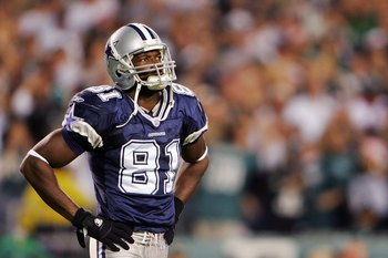 PHILADELPHIA - OCTOBER 08:  Terrell Owens #81 of the Dallas Cowboys walks off of the field after an interception by the Philadelphia Eagles at Lincoln Financial Field on October 8, 2006 in Philadelphia, Pennsylvania.  (Photo by Chris McGrath/Getty Images)