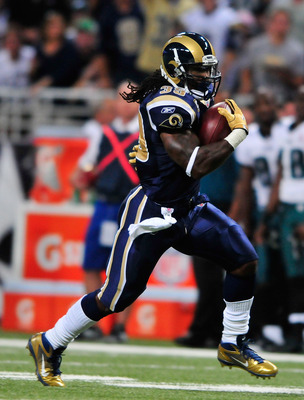 ST. LOUIS, MO - SEPTEMBER 11: Steven Jackson #39 of the St. Louis Rams runs for a touchdown against the Philadelphia Eagles at the Edward Jones Dome on September 11, 2011 in St. Louis, Missouri. The Eagles defeated the Rams 31-15. (Photo by Jeff Curry/Get