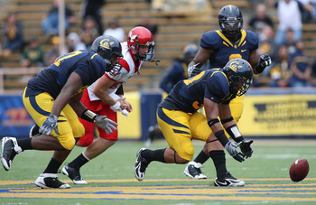 BERKELEY, CA - SEPTEMBER 12:  Mychal Kendricks #30 of the California Golden Bears picks up a fumble for 45 yards against the Eastern Washington Eagles at Memorial Stadium on September 12, 2009 in Berkeley, California.  (Photo by Jed Jacobsohn/Getty Images