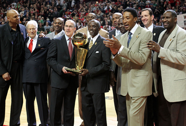 CHICAGO, IL - MARCH 12: (L-R) Former players  Scott Williams, assistant coach Johnny Bach, Dennis Hopson, John Paxson, Horace Grant, Craig Hodges, Stacey King, Michael Jordan, Scottie Pippen, Will Purdue and Cliff Levingston of the Chicago Bulls pose with