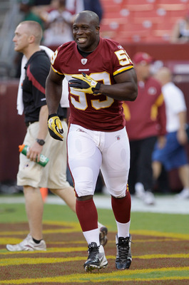 LANDOVER, MD - SEPTEMBER 01:  London Fletcher #59 of the Washington Redskins warms up before the start of a preseason game against the Tampa Bay Buccaneers at FedExField on September 1, 2011 in Landover, Maryland.  (Photo by Rob Carr/Getty Images)