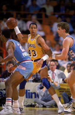 LOS ANGELES - 1987:  Mychal Thompson #43 of the Los Angeles Lakers holds the ball in the post during an NBA game against the Sacramento Kings at the Great Western Forum in Los Angeles, California in 1987. (Photo by: Mike Powell/Getty Images)