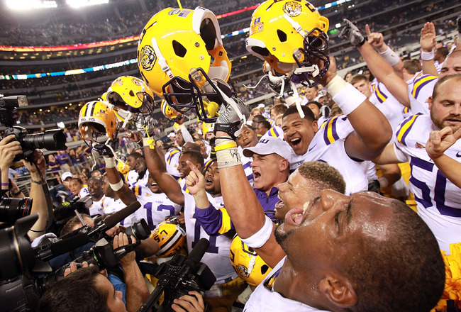 ARLINGTON, TX - SEPTEMBER 03:  Head coach Les Miles of the LSU Tigers celebrates with his team after defeating the Oregon Ducks at Cowboys Stadium on September 3, 2011 in Arlington, Texas.  (Photo by Ronald Martinez/Getty Images)