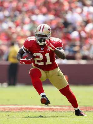 SAN FRANCISCO, CA - SEPTEMBER 11:  Frank Gore #21 of the San Francisco 49ers runs with the ball during their season opener against the Seattle Seahawks at Candlestick Park on September 11, 2011 in San Francisco, California.  (Photo by Ezra Shaw/Getty Imag