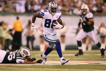 EAST RUTHERFORD, NJ - SEPTEMBER 11:  Dez Bryant #88 of the Dallas Cowboys runs for yards after the catch against the New York Jets during the first quarter of their NFL Season Opening Game at MetLife Stadium on September 11, 2011 in East Rutherford, New J