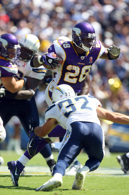 SAN DIEGO, CA - SEPTEMBER 11:   Adrian Peterson #28 of the Minnesota Vikings runs against the San Diego Chargers during their season opener on September 11, 2011 at Qualcomm Stadium in San Diego, California. (Photo by Donald Miralle/Getty Images)
