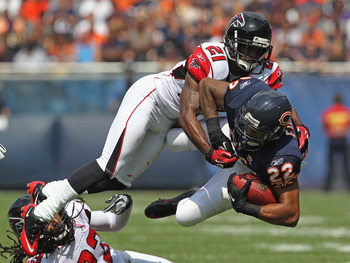 CHICAGO, IL - SEPTEMBER 11: Matt Forte #22 of the Chicago Bears is tripped up by Dunta Robinson #23 and Chris Owens #21 of the Atlanta Falcons at Soldier Field on September 11, 2011 in Chicago, Illinois. (Photo by Jonathan Daniel/Getty Images)