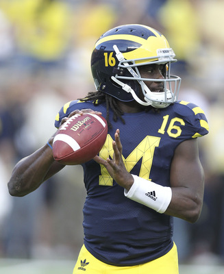 Denard Robinson looked confident throwing.