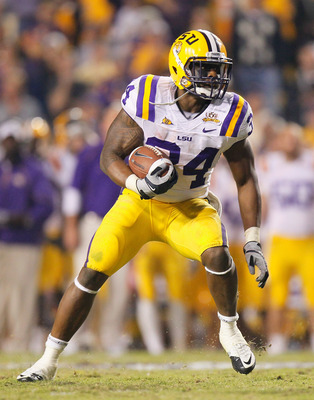 BATON ROUGE, LA - NOVEMBER 20:  Stevan Ridley #34 of the Louisiana State University Tigers looks to rush upfield against the Ole Miss Rebels at Tiger Stadium on November 20, 2010 in Baton Rouge, Louisiana.  (Photo by Kevin C. Cox/Getty Images)