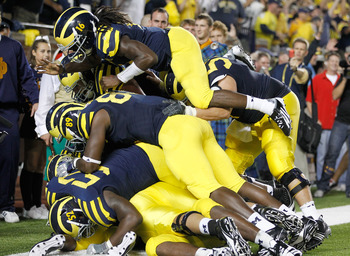 ANN ARBOR, MI - SEPTEMBER 10: Denard Robinson #16 of the Michigan Wolverines celebrates a Vincent Smith #2 fourth quarter touchdown with Brandon Moore #89, Ricky Barnum #52 and several other Wolverines while playing the Notre Dame Fighting Irish  at Michi