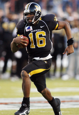 SHREVEPORT, LA - DECEMBER 30:  Quarterback Brad Smith #16 of the Missouri Tigers runs in for a touchdown in the third quarter against the South Carolina Gamecocks during the Independence Bowl on December 30, 2005 at Independence Stadium in Shreveport, Lou
