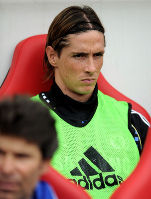 SUNDERLAND, ENGLAND - SEPTEMBER 10:  Fernando Torres of Chelsea looks on from the bench during the Barclays Premier League match between Sunderland and Chelsea at the Stadium of Light on September 10, 2011 in Sunderland, England.  (Photo by Michael Regan/