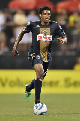 COLUMBUS, OH - AUGUST 20:  Sheanon Williams #25 of the Philadelphia Union controls the ball against the Columbus Crew on August 20, 2011 at Crew Stadium in Columbus, Ohio.   (Photo by Jamie Sabau/Getty Images)