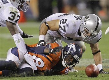 Aptopix_raiders_broncos_football_90212_team_display_image