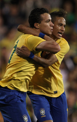 LONDON, ENGLAND - SEPTEMBER 05:  Leonardo Damiao of Brazil celebrates his goal with Neymar during the International friendly match between Brazil and Ghana at Craven Cottage on September 5, 2011 in London, England.  (Photo by Clive Rose/Getty Images)