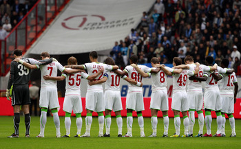 MOSCOW, RUSSIA - SEPTEMBER 10: Players of FC Lokomotiv Moscow hold a minute's silence for the victims of the airplane crush in Russia prior to the Russian Football League Championship match between FC Lokomotiv Moscow and FC Zenit St. Petersburg at the Lo
