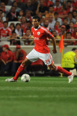 LISBON, PORTUGAL - AUGUST 24:  Ezequiel Garay of SL Benfica in action during the UEFA Champions League play-off second leg match between SL Benfica and FC Twente at Estadio da Luz on August 24, 2011 in Lisbon, Portugal.  (Photo by Valerio Pennicino/Getty