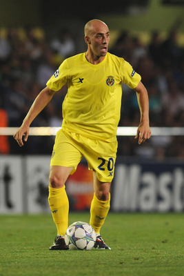 VILLARREAL, SPAIN - AUGUST 23:  Borja Valero of Villarreal CF in action during the UEFA Champions League playoff match between Villarreal CF and Odense BK at El Madrigal on August 23, 2011 in Villarreal, Spain.  (Photo by Valerio Pennicino/Getty Images)