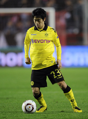 SEVILLE, SPAIN - DECEMBER 15:  Shinji Kagawa of Borussia Dortmund runs with the ball during the UEFA Europa League group J match between Sevilla and Borussia Dortmund at Estadio Ramon Sanchez Pizjuan on December 15, 2010 in Seville, Spain. The match ended