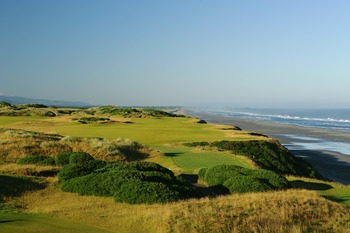 BANDON, OREGON, UNITED STATES - JUNE 16: The 463 yard par 4, 4th hole on the Pacific Dunes Course, designed by Tom Doak at the Bandon Dunes Golf Resort on June 16, 2005 in Bandon, Oregon, United States.  (Photo by David Cannon/Getty Images)