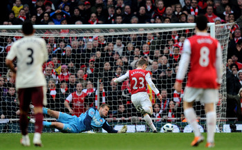 LONDON, ENGLAND - MARCH 05:  Andrey Arshavin of Arsenal scores a goal, that is is later disallowed for being off side during the Barclays Premier League match between Arsenal and Sunderland at Emirates Stadium on March 5, 2011 in London, England.  (Photo