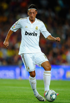 BARCELONA, SPAIN - AUGUST 17:  Mesut Ozil of Real Madrid in action during the Super Cup second leg match between Barcelona and Real Madrid at Nou Camp on August 17, 2011 in Barcelona, Spain.  (Photo by Laurence Griffiths/Getty Images)