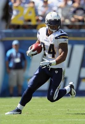 SAN DIEGO, CA - SEPTEMBER 11:  Ryan Mathews #24 of the San Diego Chargers carries the ball against the Minnesota Vikings at Qualcomm Stadium on September 11, 2011 in San Diego, California.  (Photo by Jeff Gross/Getty Images)