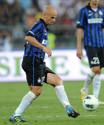 BARI, ITALY - AUGUST 18:  Esteban Cambiasso of Inter in action during the match between FC Internazionale and AC Milan during the TIM preseason tournament at Stadio San Nicola on August 18, 2011 in Bari, Italy.  (Photo by Giuseppe Bellini/Getty Images)